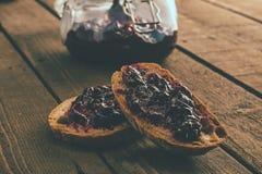 Fette del pane con un inceppamento Fotografia Stock