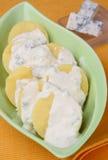 Fette della patata con la salsa di formaggio Immagine Stock Libera da Diritti