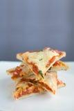 Fette della pizza impilate su una zolla Fotografia Stock Libera da Diritti