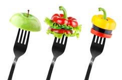 Fette della verdura e della frutta sulla forcella Fotografia Stock