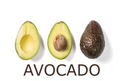 Fette di avocado su fondo bianco Tutto e metà con le foglie Elemento di progettazione per l'etichetta del prodotto Fotografia Stock