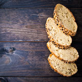 Fette di baguette casalinghe fresche Immagini Stock