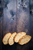 Fette di baguette casalinghe fresche Fotografie Stock Libere da Diritti