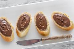 Fette di baguette con la crema del cioccolato Fotografia Stock Libera da Diritti