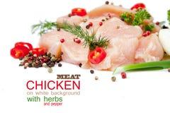 Fette di carne di pollo su fondo bianco Immagine Stock