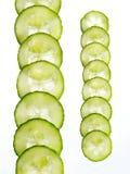 Fette di cetriolo isolate su priorità bassa bianca Fotografia Stock Libera da Diritti