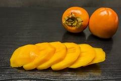 Fette di diospyros kaki maturo della frutta Fotografia Stock Libera da Diritti