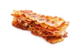 Fette di lardo fritte del bacon su fondo bianco fotografia stock