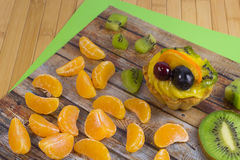 Fette di mandarino, di dolce e di kiwi Fotografia Stock Libera da Diritti