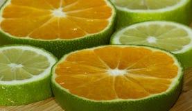 Fette di mandarino e di calce immagine stock