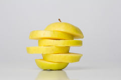 Fette di mela sopra a vicenda Immagini Stock Libere da Diritti