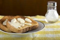 Fette di pane tostato imburrato bianco Immagini Stock Libere da Diritti