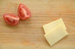 Fette di pomodoro e di formaggio Immagine Stock Libera da Diritti