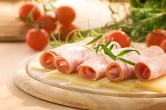 Fette di prosciutto e di formaggio fotografia stock