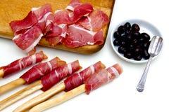 Fette di prosciutto e di olive nere Fotografia Stock Libera da Diritti