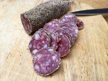 Fette di salame con pepe Fotografia Stock
