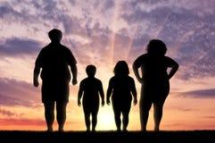 Fette Familie, die unter Korpulenz leidet lizenzfreie stockfotografie