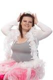 Fette Frau, die beim Tiaralächeln träumt Lizenzfreies Stockbild