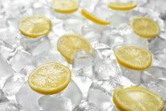 Fette fresche del limone sul mucchio fotografia stock