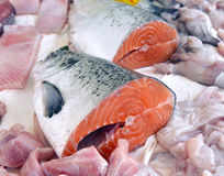 Fette fresche del salmone rosso Fotografie Stock Libere da Diritti