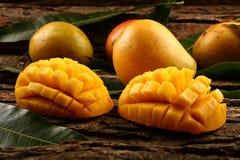 Fette mature gialle del mango Immagine Stock Libera da Diritti