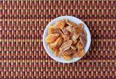 Fette secche del mandarino in una piccola ciotola fotografia stock libera da diritti
