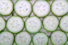 Fette verdi fresche di cetriolo come fondo fotografia stock