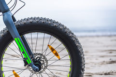 Fettes Fahrrad auf Strand Stockfotos