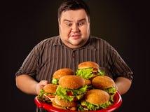 Fettes Fleisch fressendes Schnellimbiß hamberger Frühstück für übergewichtigen Menschen Stockbild