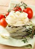 макаронные изделия итальянки fettuccine стоковые фото