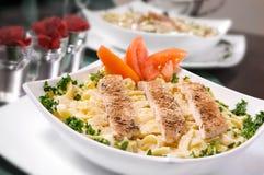 Fettuccine Alfredo del pollo Fotografia Stock