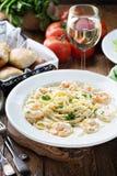 Fettuccine Alfredo met garnalen Stock Foto