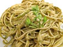Fettuccine con la salsa de Pesto Imágenes de archivo libres de regalías