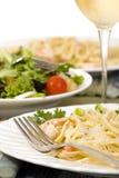 Fettuccine dos salmões e do camarão Foto de Stock