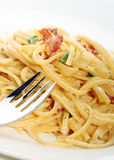 Fettuccini carbonara Teigwarenmahlzeit Stockbild