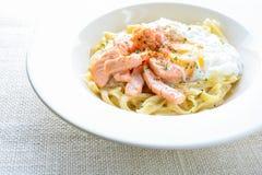 Fettucine com salm?es fotografia de stock