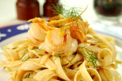 Fettucini com Scallops de mar Fotos de Stock