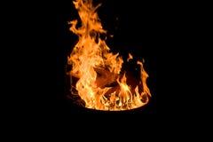 Feu brûlant la nuit Image stock