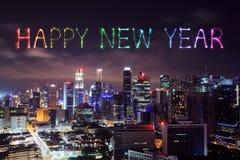 Feu d'artifice de bonne année avec le paysage urbain de Singapour la nuit Images libres de droits