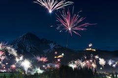 Feu d'artifice de Rocket au jour de nouvelles années photos libres de droits