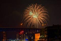 Feu d'artifice vert d'or à Cleveland Photo libre de droits