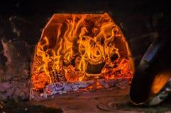 Feu de bois confortable en cheminée Photographie stock