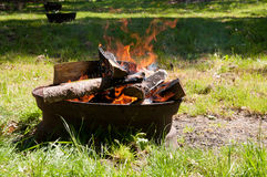 Feu de camp pour le barbecue Photo libre de droits