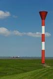 Feu de route à la digue du fleuve Elbe Photographie stock libre de droits