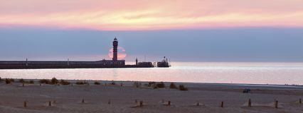 Feu de Saint Pol Lighthouse a Dunkerque al tramonto fotografie stock libere da diritti