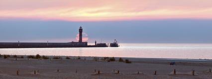 Feu de Saint Pol Lighthouse en Dunkerque en la puesta del sol fotos de archivo libres de regalías
