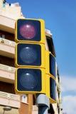 Feu de signalisation avec la lumière rouge dessus Images stock
