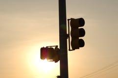 Feu de signalisation avec le soleil Photographie stock