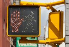 Feu de signalisation de New York signe piétonnier d'arrêt Photographie stock libre de droits
