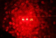 Feu de signalisation rouge de nuit Image stock